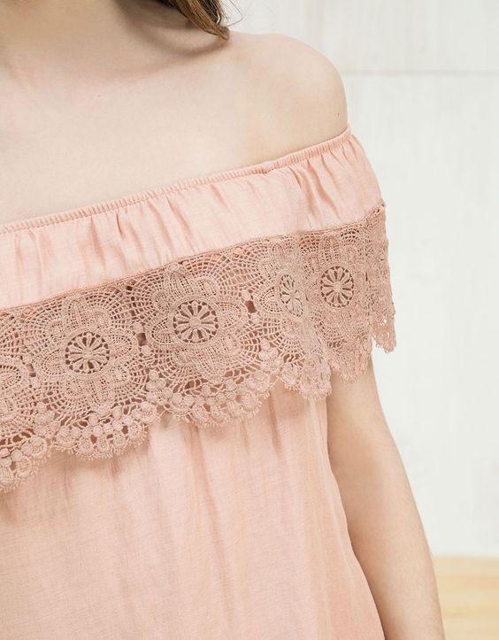 Kleid mit Guipur-Spitze. Entdecken Sie diese und viele andere Kleidungsstücke in Bershka unter neue Produkte jede Woche