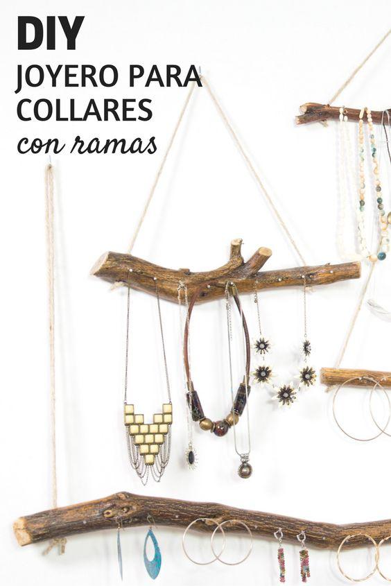 Puedes colgar tus collares con mucho estilo cogiendo unas ramas. Corta, barniza, clava unos clavitos. Más bonito imposible.    #Handfie #DIY #manualidades #collares #necklace #joyeros #roomdecor #deco #manualidadesoriginales