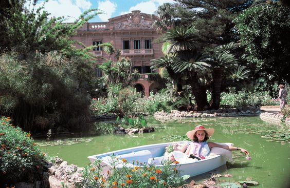 Book of the Week: La Dolce Vita. Photograph by Slim Aarons.: