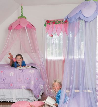 love to put something like this in Lily's room, with a big papasan cushion on the bottom for reading books. :):