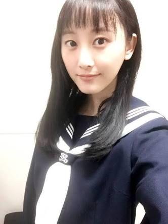 セーラー服の松井玲奈