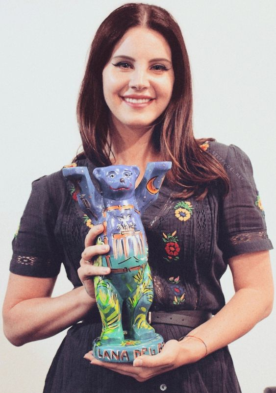 April 16, 2018: Lana Del Rey backstage in Berlin with her Berlin Buddy Bear, a gift from the venue #LDR