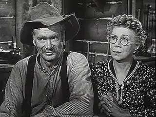 The Beverly Hillbillies. Shown: Buddy Ebsen (Jed Clampett) & Bea Benaderet (cousin Pearl)