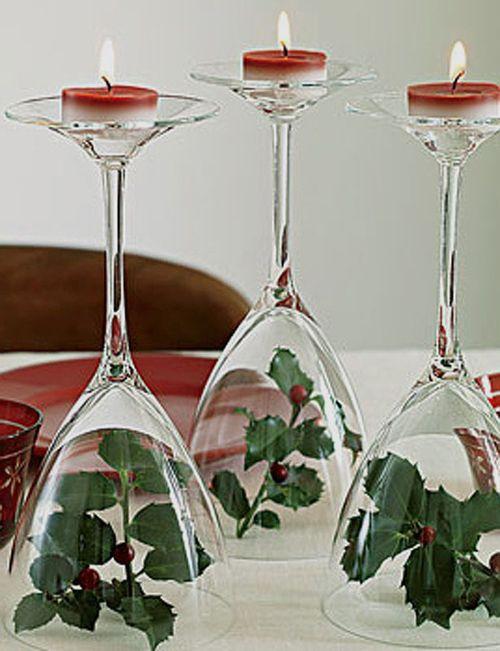 Podemos conseguir un original, elegante y económico candelabro con 3 copas, una velita y ramitas de acebo natural (o artificial). #Navidad
