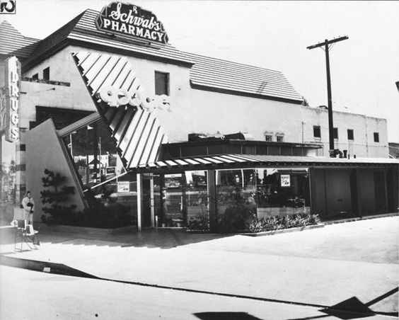 Lautner designed Googie's Coffee Shop in California (Sunset Blvd. and Crescent Hts.). The beginning of Googie Architecture. Late 1940s-early 1950s. But he's still from Michigan!