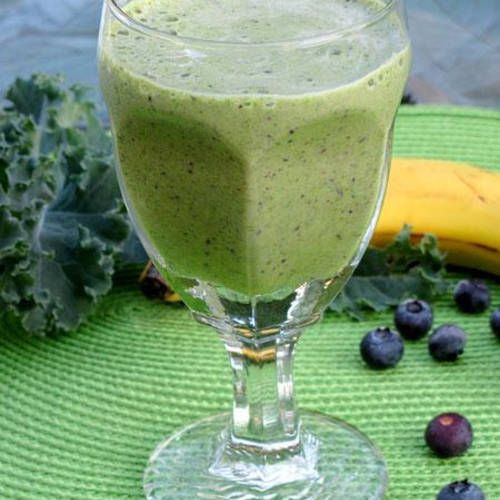 This delicious smoothie with greens, blueberries, a banana, and soy milk is perfect for breakfast or a healthy afternoon snack!