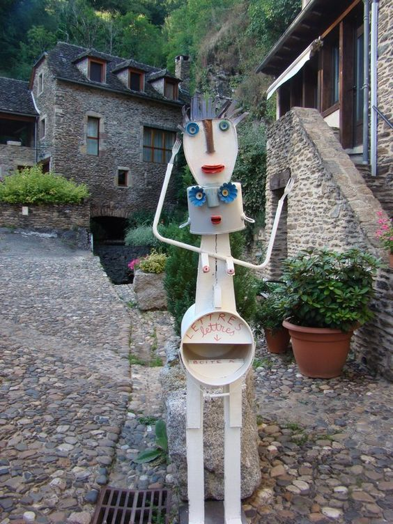 Pierre Prevost :: Sculpteur :: Exposition Exposition des boites au lettres à Belcastel dans L'aveyron 2016