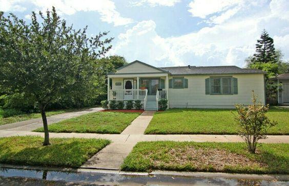 En una casa como esta (Harrison Street, Corpus Christi, Texas, EEUU) pasó su infancia Thomas Black. Aún vive allí su madre, Rosita Guerrero.