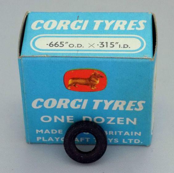 VINTAGE CORGI BOX OF 12 BLACK CAR TYRES BY PLAYCRAFT TOYS No.1451 VERY NEAR MINT