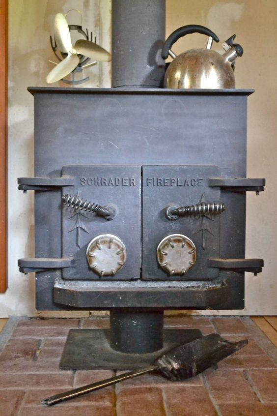 Love The Heat Activated Fan On The Stove Cabin In The
