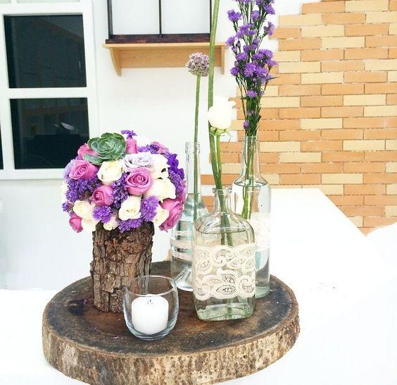 Centro de mesa rodaja de madera tronco de madera con - Centros de mesa con botellas ...