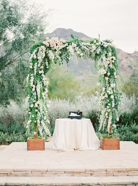 Photography : Elyse Hall Photography Read More on SMP: http://www.stylemepretty.com/arizona-weddings/paradise-valley/2016/06/14/a-romanic-yet-fresh-and-modern-floral-inspired-wedding/