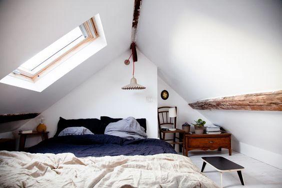 Amenager Une Chambre Sous Les Combles 35 Idees Pour Vous Inspirer Une Hirondelle Dans Les Tiroirs Deco Chambre Mansardee Combles Inspiration Chambre Parentale
