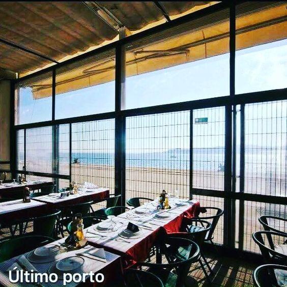 O restaurante Último Porto fica no edifício da Estação Marítima da Rocha do Conde de Óbidos. Oferece pratos típicos da cozinha portuguesa, grelhados no carvão, um serviço acolhedor e uma vista magnífica para o Tejo.