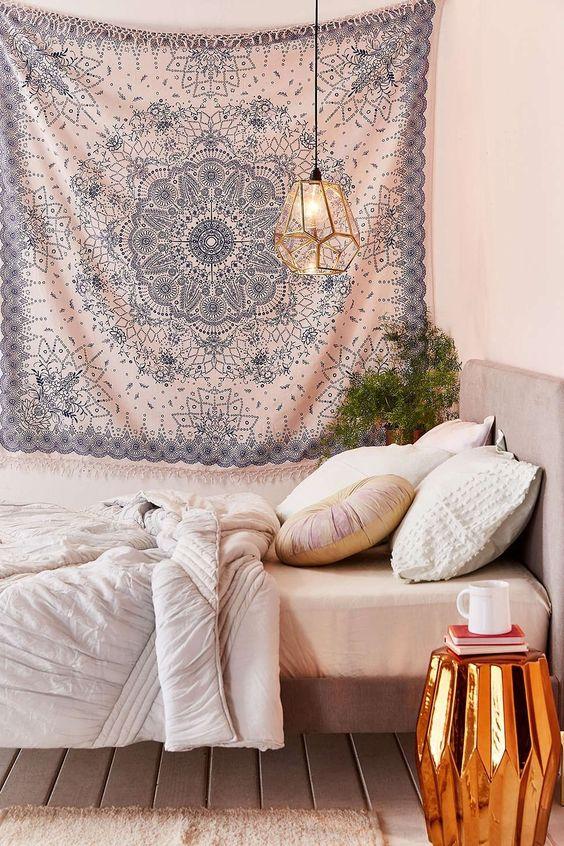 Emilia Medallion Fringe Tapestry - Urban Outfitters