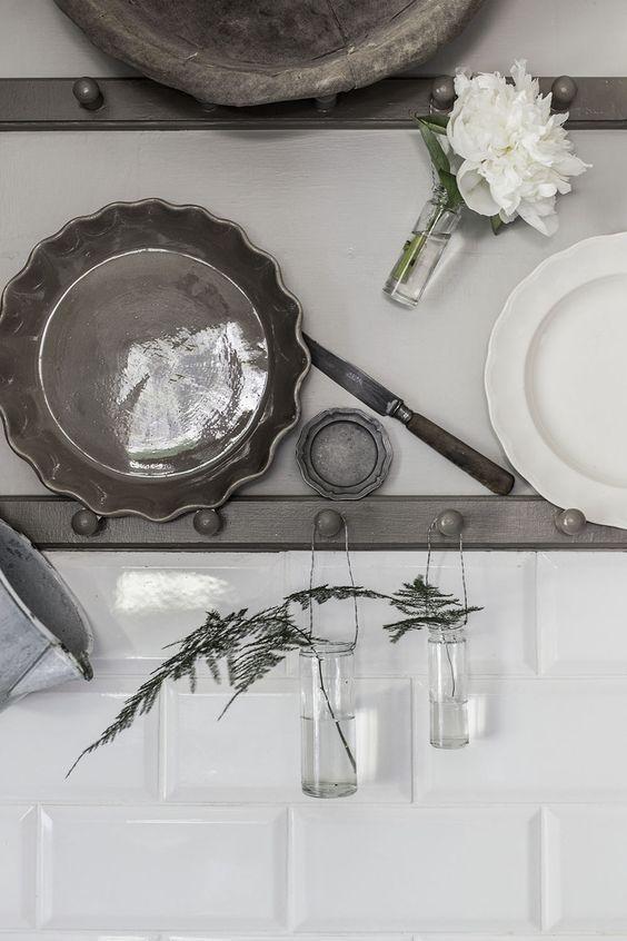 My kitchen with little vases from Zetas trädgård.