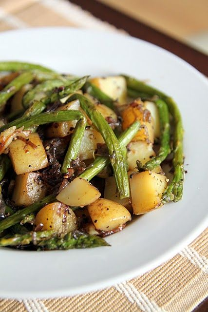 Asparagus, red potatoes, and garlic. Looks simple but delicious.