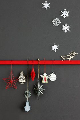 charcoal wall with red and white.  christmas: Ideas Image, Decorations Snowflake, Modern Christmas Decorations, Xmas Display, Christmas Display, Christmas Decorating Ideas, Contemporary Christmas, Christmas Ornaments