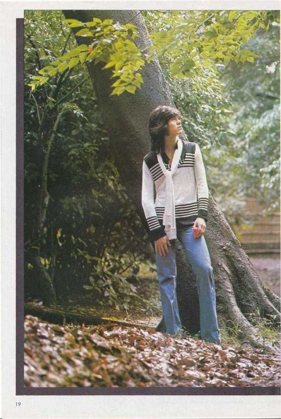森の中にたたずむ若い頃・昔の西城秀樹