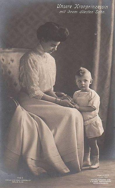 Kronprinzessin Cecilie von Preussen mit Sohn, Crown Princess Cecilie of Prussia