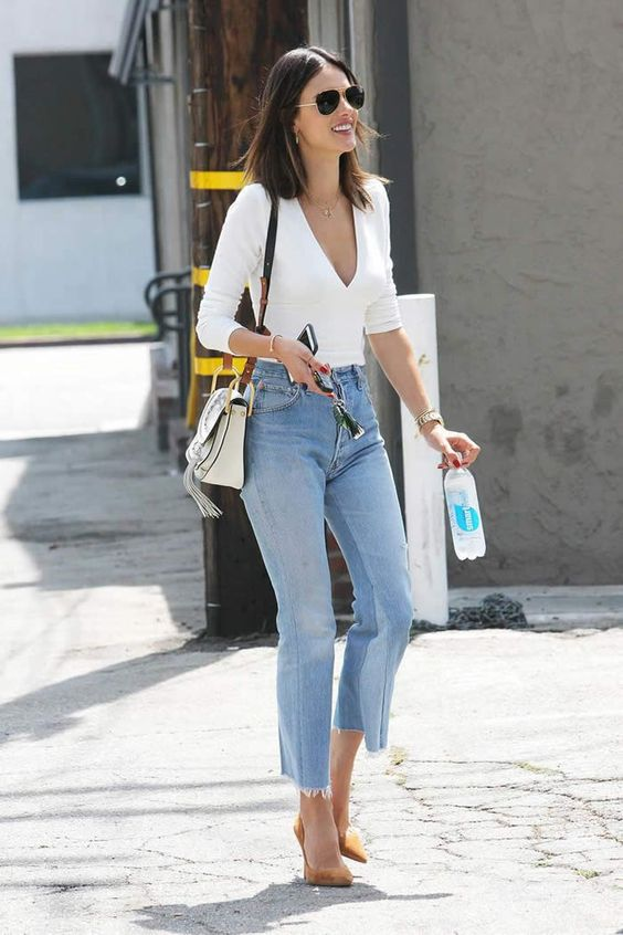 Looks of Alia Bhatt Are So Effortless & Stylish  #aliabhatt  #fashionblogs #style #whiteShirtStyle, Casual outfir idea, style a jeans, Fashion tips, Daily fashion ideas, how to look stylish