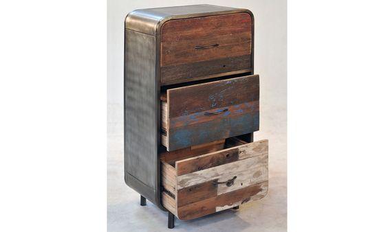 3 laden kast. Ladenkast met 3 laden gemaakt van oud boothout waar oude verfresten voor een warm kleurrijk uiterlijk zorgen, de zijkanten zijn afgewerkt met metaal. http://www.winjewanje.nl/3-laden-kast