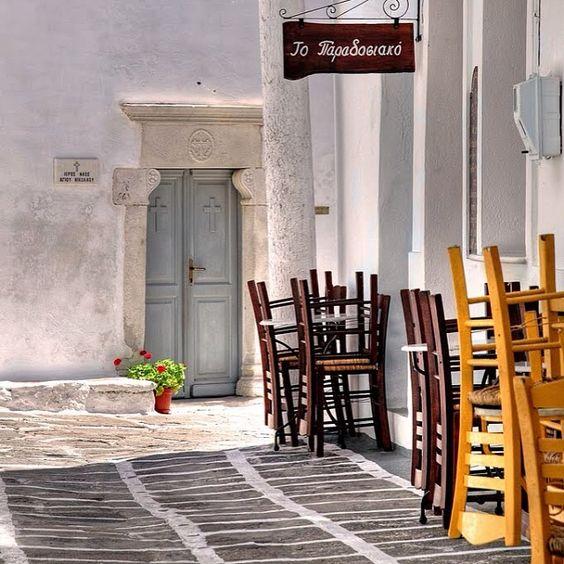#amazing #alleysofnaousa#paros #greece #welovegreece #gf_greece #world_captures #moments #summer #paradosiako#stonepavedstreet#paros #photoo...