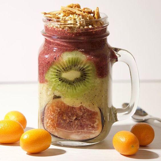 2 layer smoothie 🌱💚 1. Layer: kiwi with pear  2. Layer: banana, coconut water and @lebepur antioxidants Smoothie powder 👌🏼😋 Do you know kumquats? These mini oranges / lemons, which are so delicious 🙏🏼😍 #rawvegan #raw #vegan #vegangermany #veganlifestyle #veganbreakfast #vegansofinstagram #veganfoodporn #veganfoodshare #vegansofig #smoothie #smoothiebowl #breakfastsmoothie #breakfastbowl #plantbased #plantpower #fitness #fitnessmotivation #whatveganseat #figs #kiwi #coconutwater…