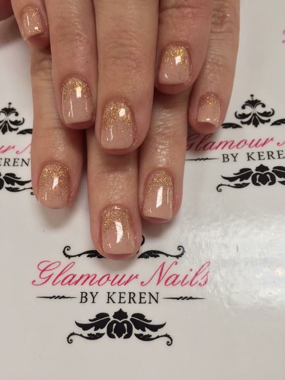 Rose Glitter Or, La Conception Des Ongles, Vanity Fair, Gold And Nude Nails, Rose Gold Nails Design, Nude Gel, 3 Vanity, Gel Polish Ideas, Polish Fun