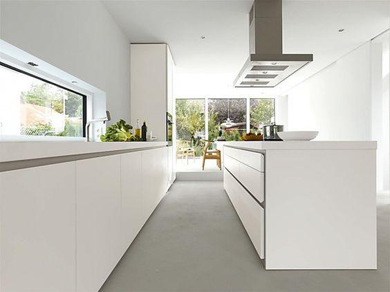 Grifflose Designküche b1 mit Insel in Weiß (bulthaup Küchen ...