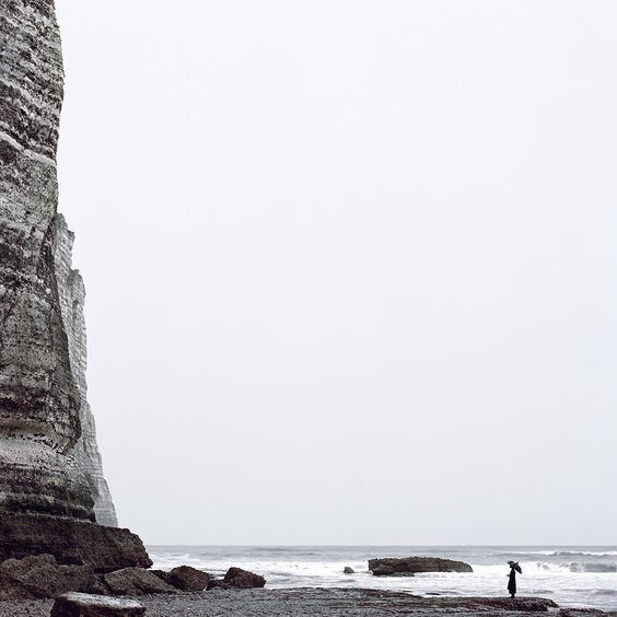 你站在邊界的末端,眺望一個人的風景 / Histoires Naturelles by Juliette Bates