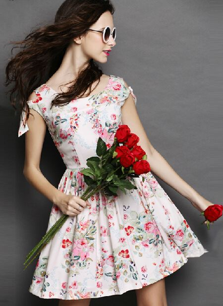 White Round Neck Floral Bow Pleated Dress US$60.00