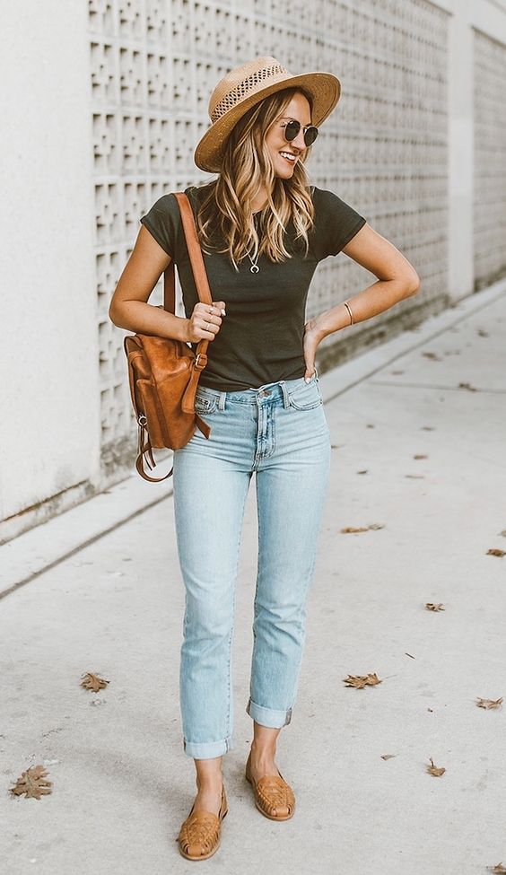 Here's How You Can Make Your Butt Look Great In Mom Jeans.  How to style vintage outfits with mom jeans no matter your size or style.