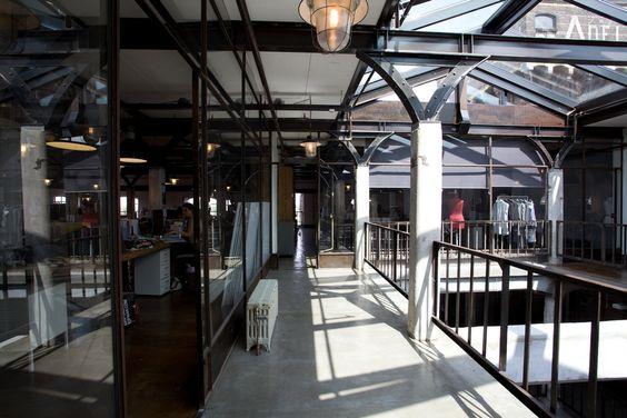 Pakhuis de Adelaar, Wormerveer Van zeepziederij naar kantoor van modeconcern