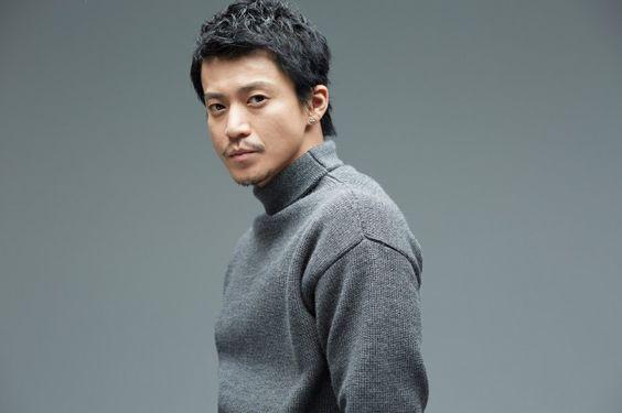セーターが似合う小栗旬の画像