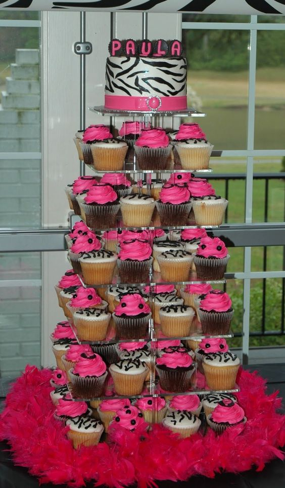 hello kitty zebra cupcakes | Tara's Cupcakes: April 2011