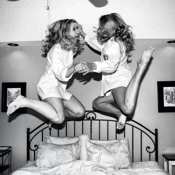 this would be an adorable bride and maid of honor picture!: