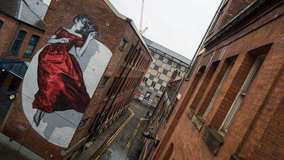 Street-Art-Duo SNIK hat Frauenrechtlerinnen ein Denkmal gesprüht  Vor über hundert Jahren errangen Frauen ihr Wahlrecht in Europa. Auf unserem Kontinent war Finnland 1906 ganz vorne mit dabei, während die Schweiz...