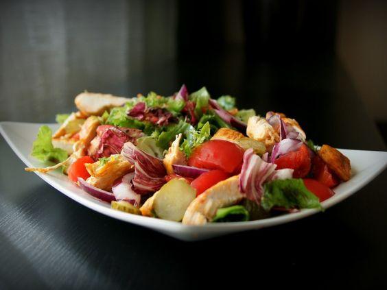 Ensalada de pollo, lechuga y lombarda. Descubre esta receta con 5 ingredientes. #recetas #cocina #5Cook #5ingredientes