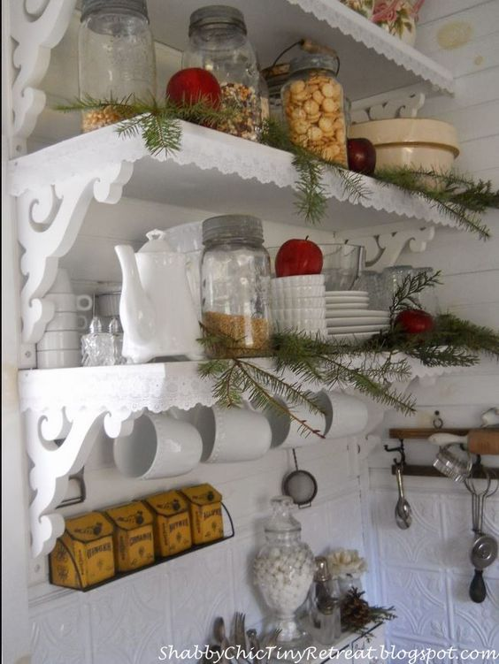 This would be such a cute way to decorate a beach cottage kitchen for Christmas.