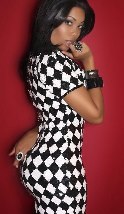 Black & white contrast sheath dress for curvy women: