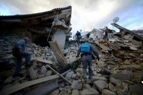 #Terremoto Distruzione e morte nel centro Italia. Le foto drammatiche del terremoto: ...L'epicentro ad Accumoli, distrutta Amatrice, gravi…
