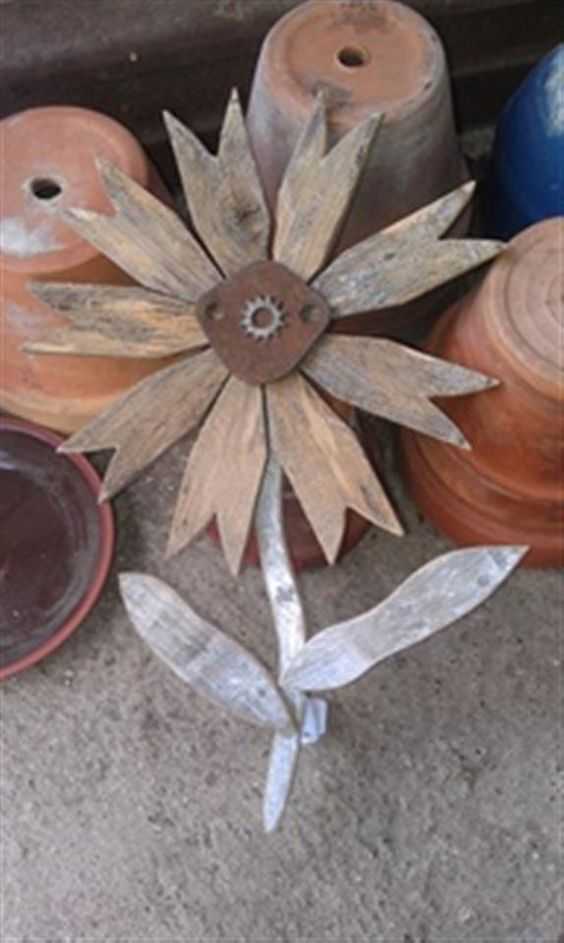 Wood crafts primitive wood crafts and primitives on pinterest for Wooden garden ornaments and accessories