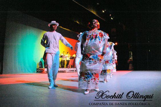 Yucatan. ''Con tu lindo zapateo que te envidia el mismo suelo, te juro mestiza hermosa, que aplaude Dios desde el cielo''.  Folk Dance Company Xochitl Ollinqui. Mexico