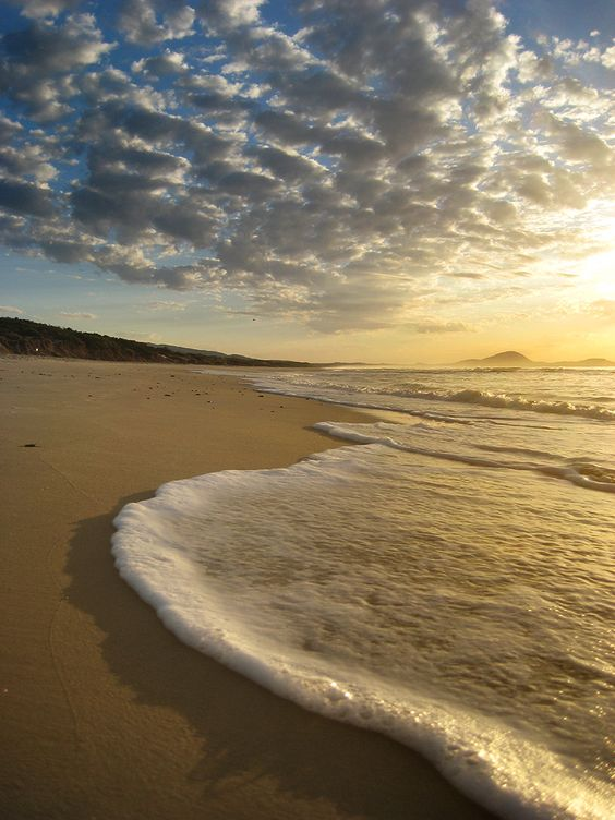 Sunrise over Canelones, Uruguay.  #beach: Art Beautiful Pics, Beach Sand Summer, Beach Sunsets, Favorite Places Spaces, Photos Vincealongi, Beautiful Places, Sunrise Sunset, Beautiful Photography, Beautiful Pictures