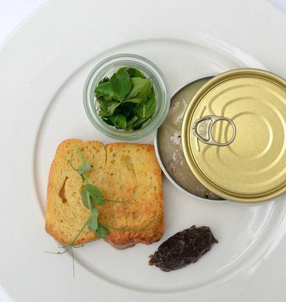 rillette z kaczki podawane z własnej roboty brioszką i confit z czerwonej cebulki z pomarańczą (Kuchnia Kocha)