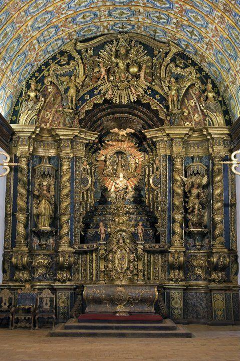 Beispielhafte Architektur für die Missionskirchen im 18. Jahrhundert ist die Holzkirche in Yaguarón, Bolivien, die von Guaraní-Indianern unter Aufsicht von Franziskanermönchen erbaut wurde.
