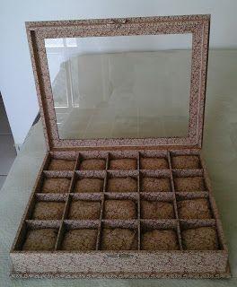 CAIXAS ARTESANAIS E OUTROS MIMOS: caixa  de mdf para 20 relógios revestida com tecid...