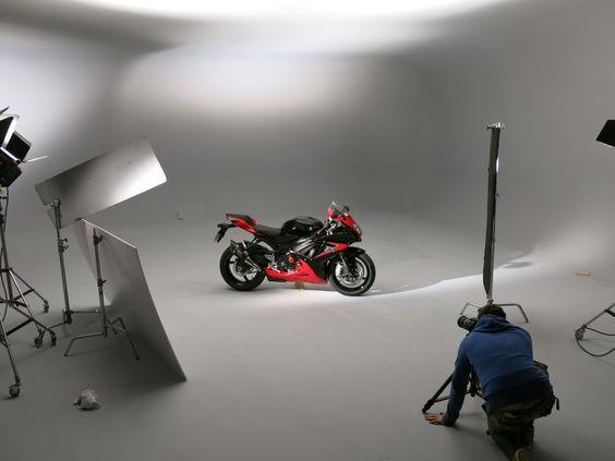In the studio with the new Yoshimura adorned Suzuki GSX-R750 for 2014