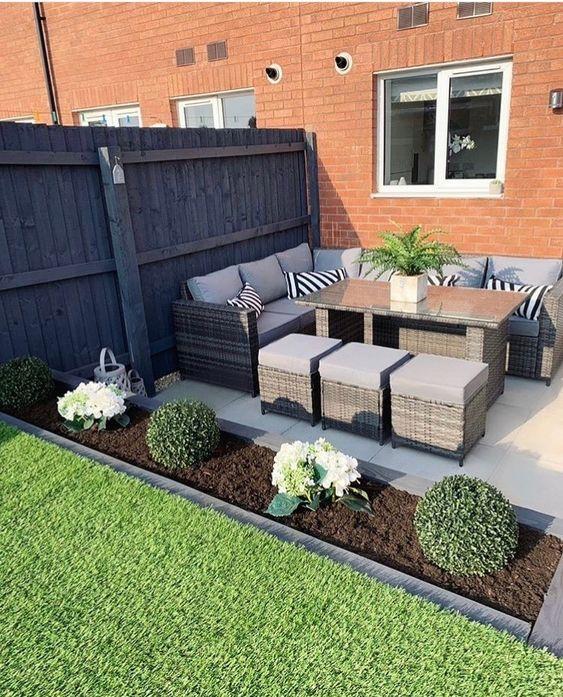 Flower Bed Dividing Garden From Patio Courtyard Gardens Design Patio Design Small Backyard Patio
